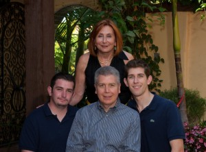 Picture of Linda Capeloto Sendowski and Family