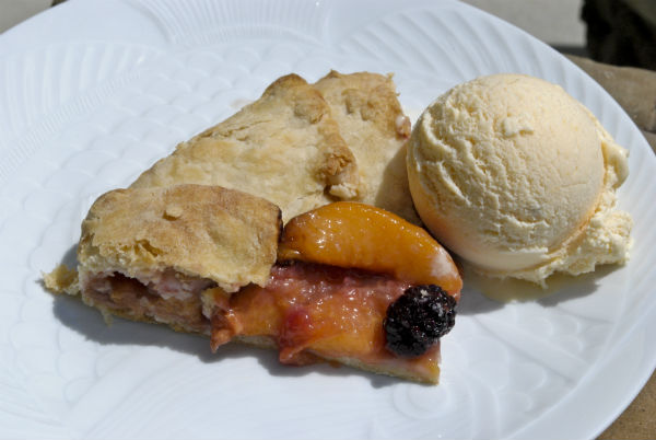 peach crostata and peach ice cream 052-51-3