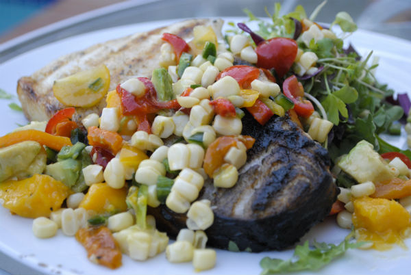 Corn and pepper salad with sea bass 028-3